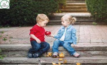 Làm sao dạy con biết quan tâm và chia sẻ ngay từ nhỏ?