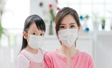 Trước tình hình dịch bệnh COVID 19 đang có diễn biến phức tạp nên đeo khẩu trang cho bé không?